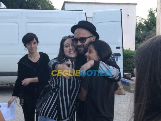 Giuliano Sangiorgi incontro i fan sul set di Untraditional