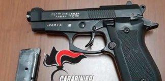 Ceglie Messapica: 44enne sorpreso nelle adiacenze di un esercizio commerciale con una pistola con matricola abrasa, arrestato.